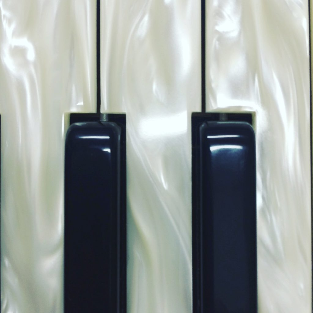 Klávesy v perleti